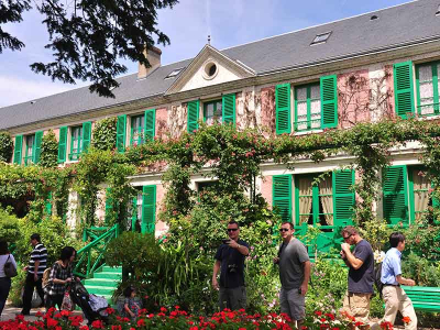 Visite du Château de Versailles et Giverny en petit groupe