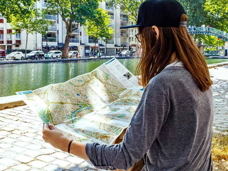 Qui veut pister Paris / Demasquez Paris