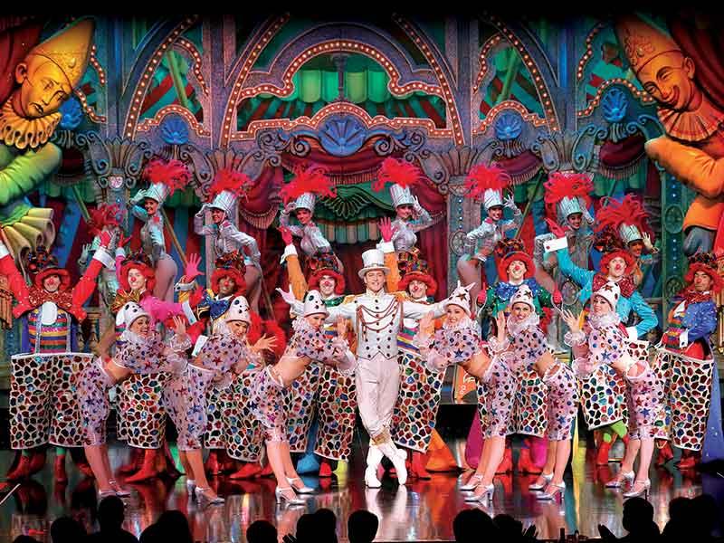 Le Moulin Rouge Paris Region Website For Tourism Professionals